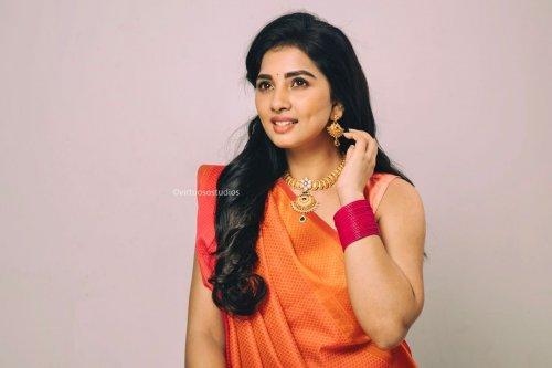 Srushti Dange Saree Portfolio Photos