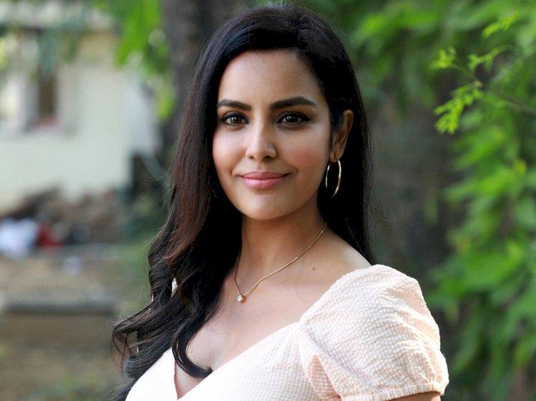 நடிகை பிரியா ஆனந்தின் காதலர் இவரா?