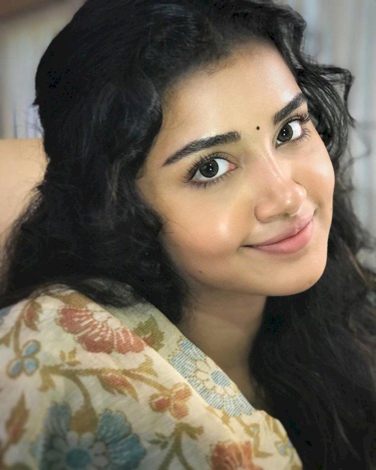 கிரிக்கெட் வீரர் பும்ராவை காதலிக்கிறேனா? நடிகை அனுபமா கூறிய பதில் !