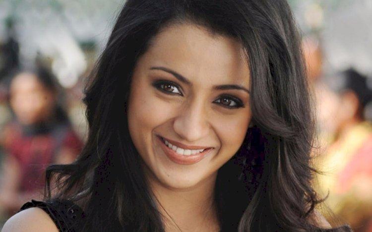 மேக்கப் இல்லாமல் நடிகை திரிஷா வெளியிட்ட பீச் புகைப்படம்!